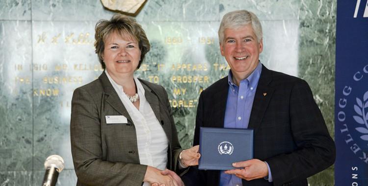 KCC awards degree to Governor Rick Snyder