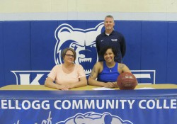 Signing photo for KCC women's basketball commit D'Erika Varenhorst