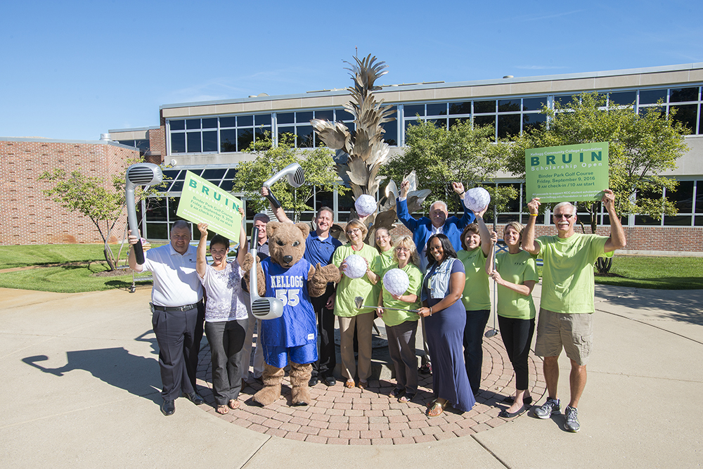 A group photo of KCC Foundation Bruin Open volunteers.