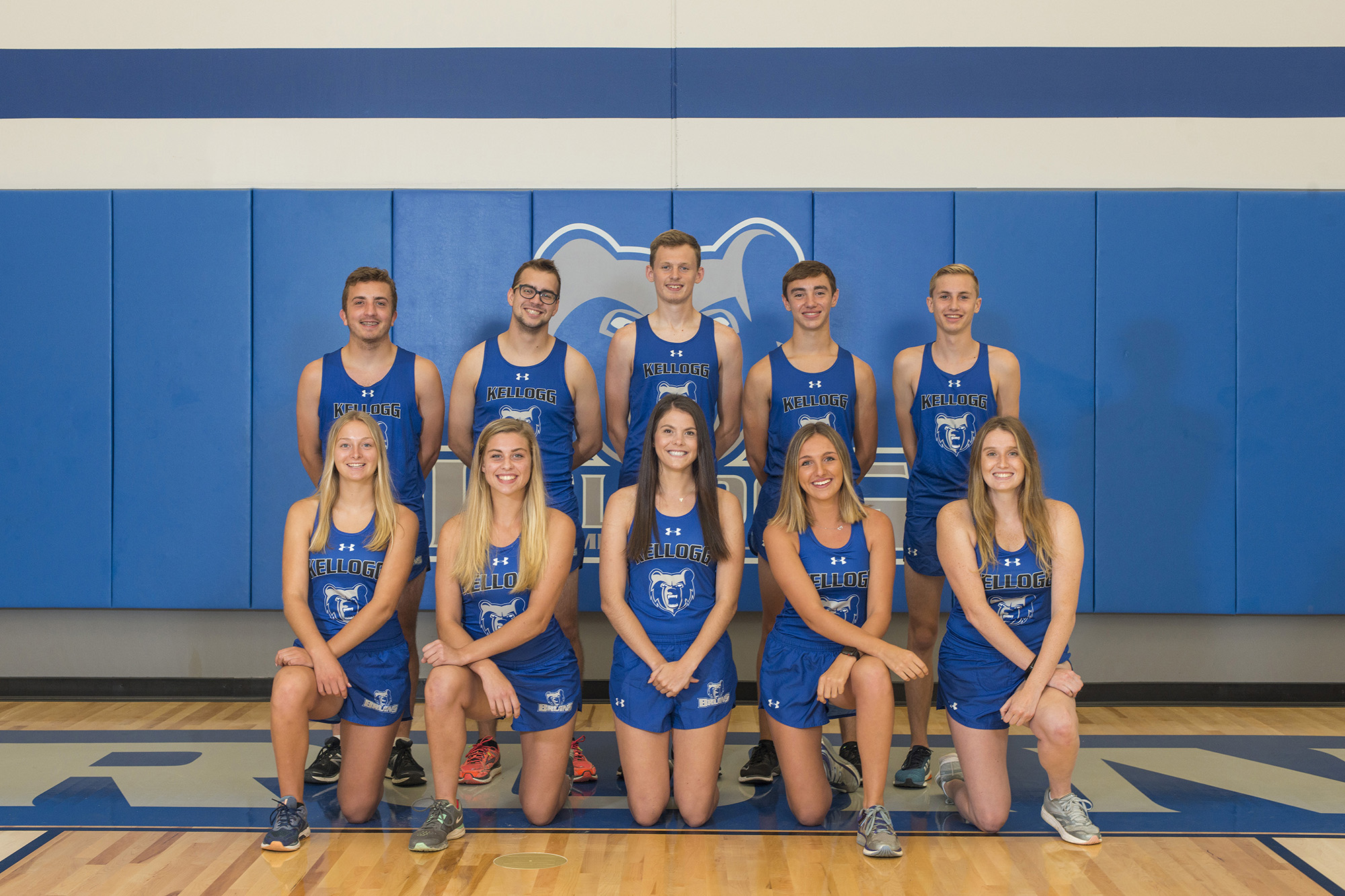 KCC's 2018 men's and women's cross-country teams.