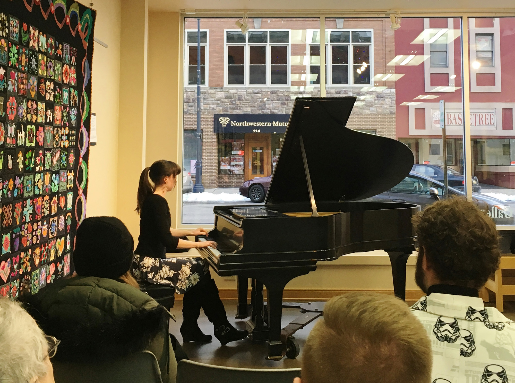 KCC alumna Abigail Mullis playing the piano for a live audience.
