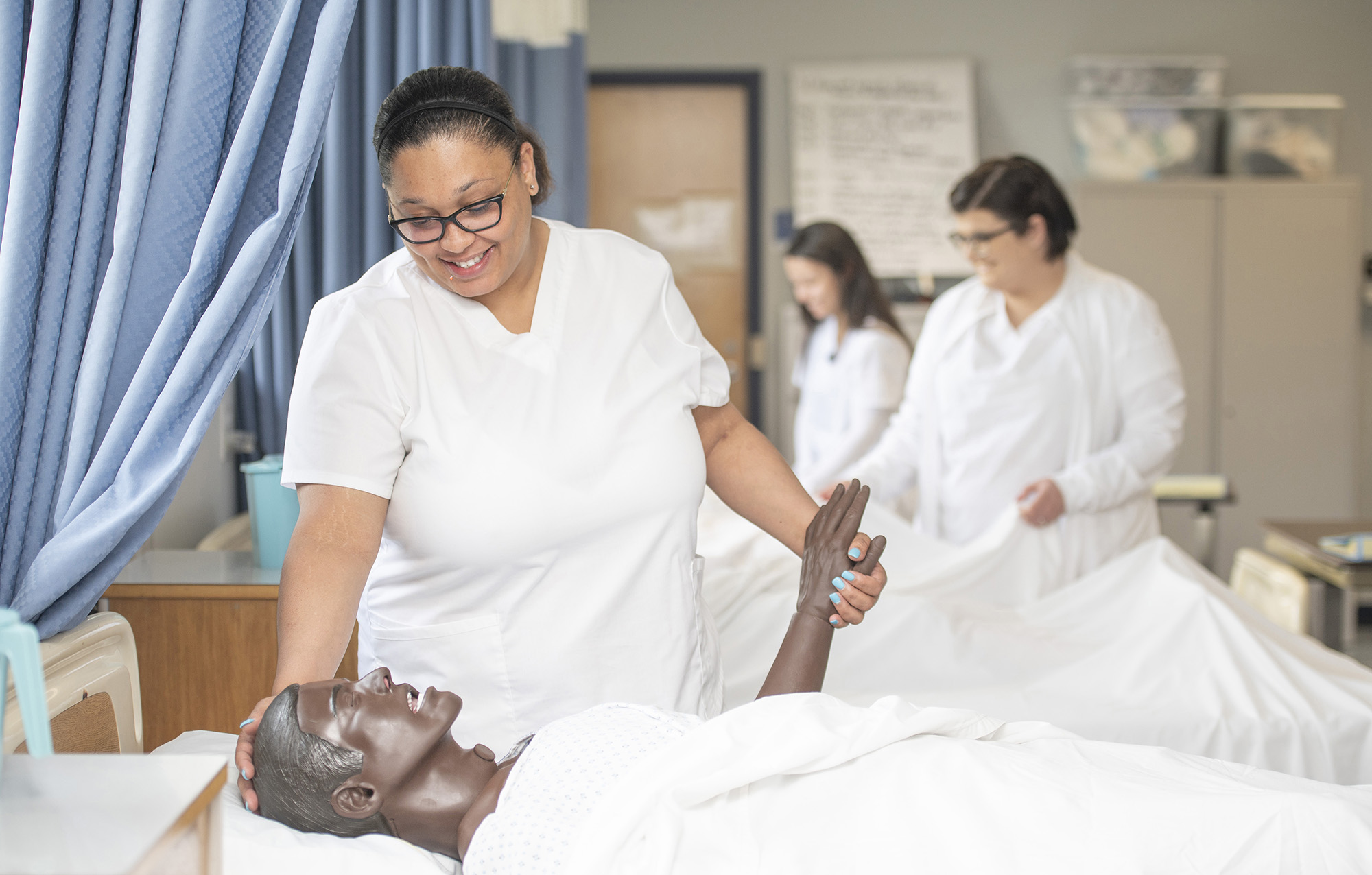 CNA students work in the CNA Lab on campus in Battle Creek.
